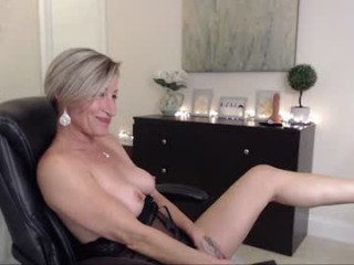 ms_jojo bisexual mature cam girl fucking boys and girls live on sex camera