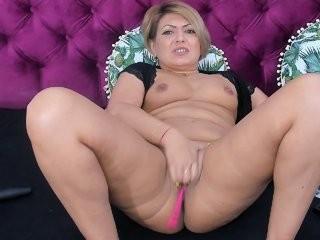 goddessallyse blonde and her wet little pussy, live on webcam