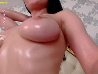 sashachase young girl who like to show live sex via webcam