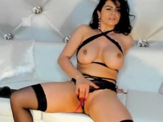 queenrannya bisexual milf cam girl fucking boys and girls live on sex camera