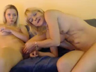 lindahotschot mature cam girl with the ability to squirt in front of an audience live