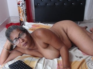 dianamature dollface mature cam girl fighting for your attention with her hot body