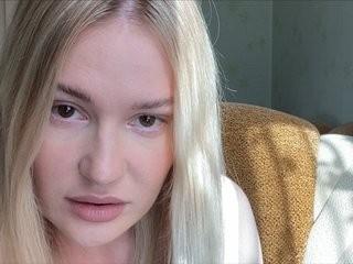 melaviya young girl who like to show live sex via webcam