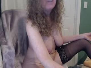 littlepistol milf cam girl doing it solo, pleasuring her little pussy live on webcam