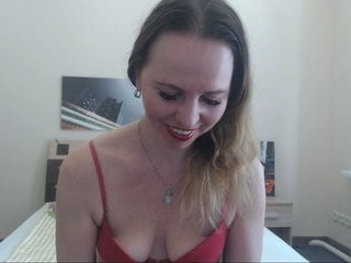 milaaana22 doing it solo, pleasuring her little pussy live on webcam