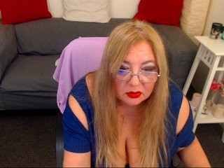 madameleona XXX sex cam that loves close-up naughty shots