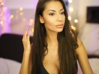 sweet_and_honest live sex cam perfect  in a revealing bra