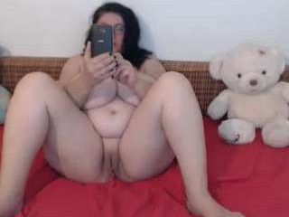 mayabbw50tits mature cam girl with the ability to squirt in front of an audience live