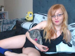 ginger_soulz young cam girl who loves to flash during her sex session