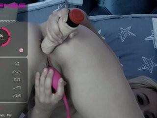 yenniferx show live sex via webcam