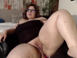 lushrelish with the ability to squirt in front of an audience live