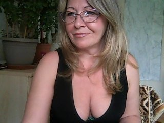 korolevatori8 blonde mature cam girl and her wet little pussy, live on webcam