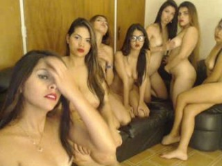 sexy_team19 naked teen getting wetter and wetter for you live on sex chat