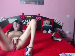 mysteryroom drilling her holes with a big dildo live on sex cam
