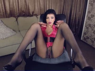 xkimoraxx milf cam girl seductress showing off her immaculate, sexy feet live on cam