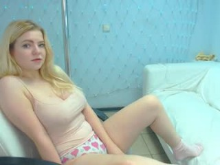 blondiebetsy fresh, new hottie seducing live on sex webcam