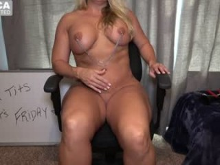 wondrwomn depraved, kinky and horny sexy milf cam girl and her private sex chat