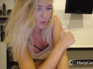 -misskris- blonde and her wet little pussy, live on webcam