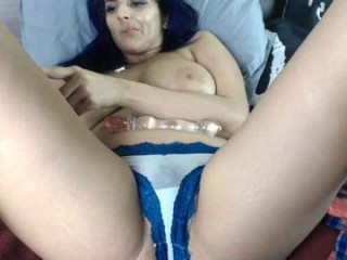 xclusivesecrets in slutty stockings posing and masturbating live