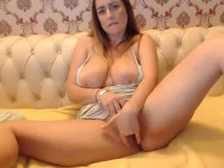 mis_eva blonde milf cam girl and her wet little pussy, live on webcam