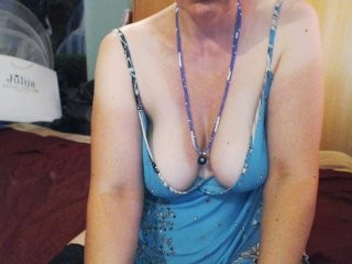 oksiss the most beautiful brunette mature cam girl live on sex cam