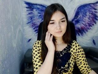 calleet teen doing it solo, pleasuring her little pussy live on webcam