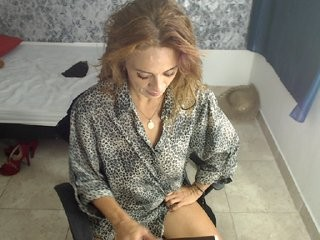 madame-sex blonde and her wet little pussy, live on webcam