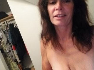 reign327 the most beautiful brunette mature cam girl live on sex cam