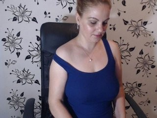 adelamilfsexy redhead milf cam girl being naughty and seductive on a live webcam