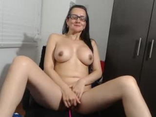 isabellaexotica seductress showing off her immaculate, sexy feet live on cam